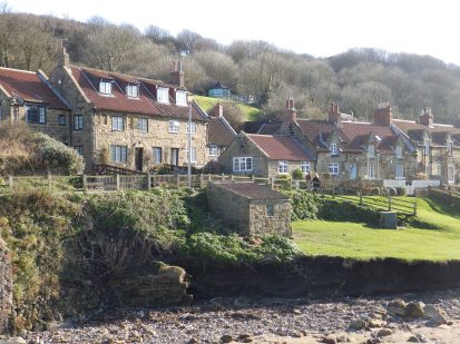 Sandsend - houses and river