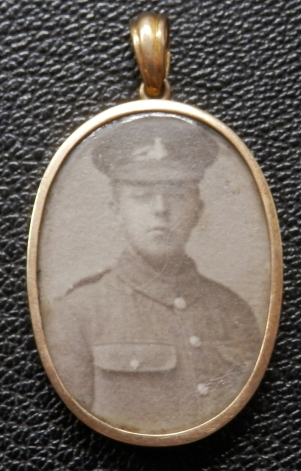Locket WW1 Soldier Green Howards